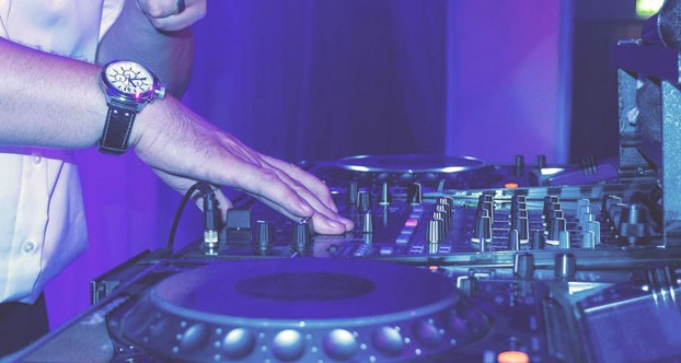Finding an Experienced and Affordable DJ in the Valley